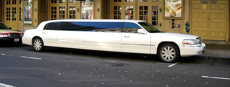On the basis of type of events, features of limousines and your personal choice, you can select the right one. Here are some of the most popular limousines you can hire from limo rental services.