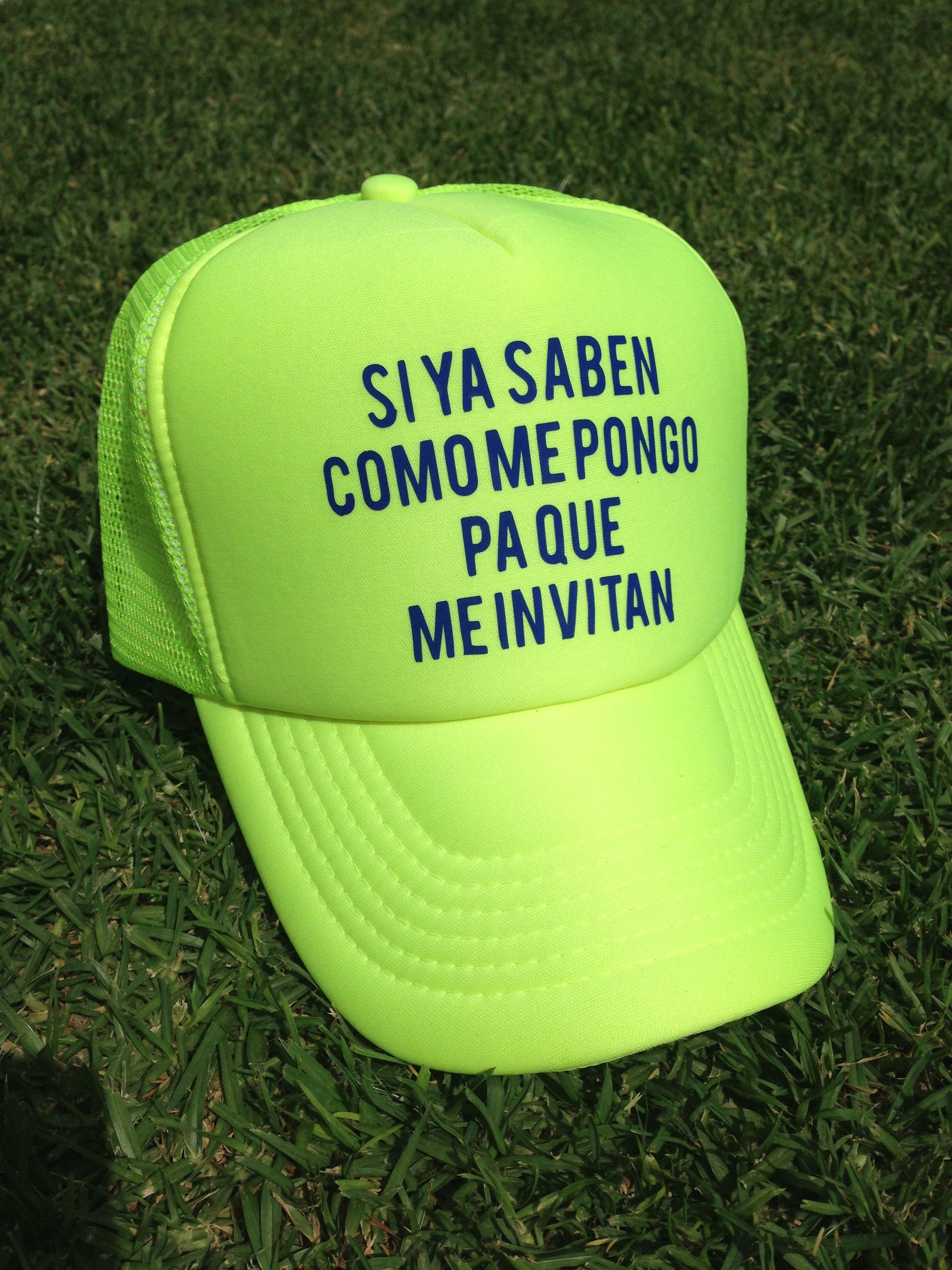 SI YA SABEN COMO ME PONGO PARA QUE ME INVITAN - TRUCKER CAP BY SANTA  CACHUCHA MEXICO a9081ac54a2