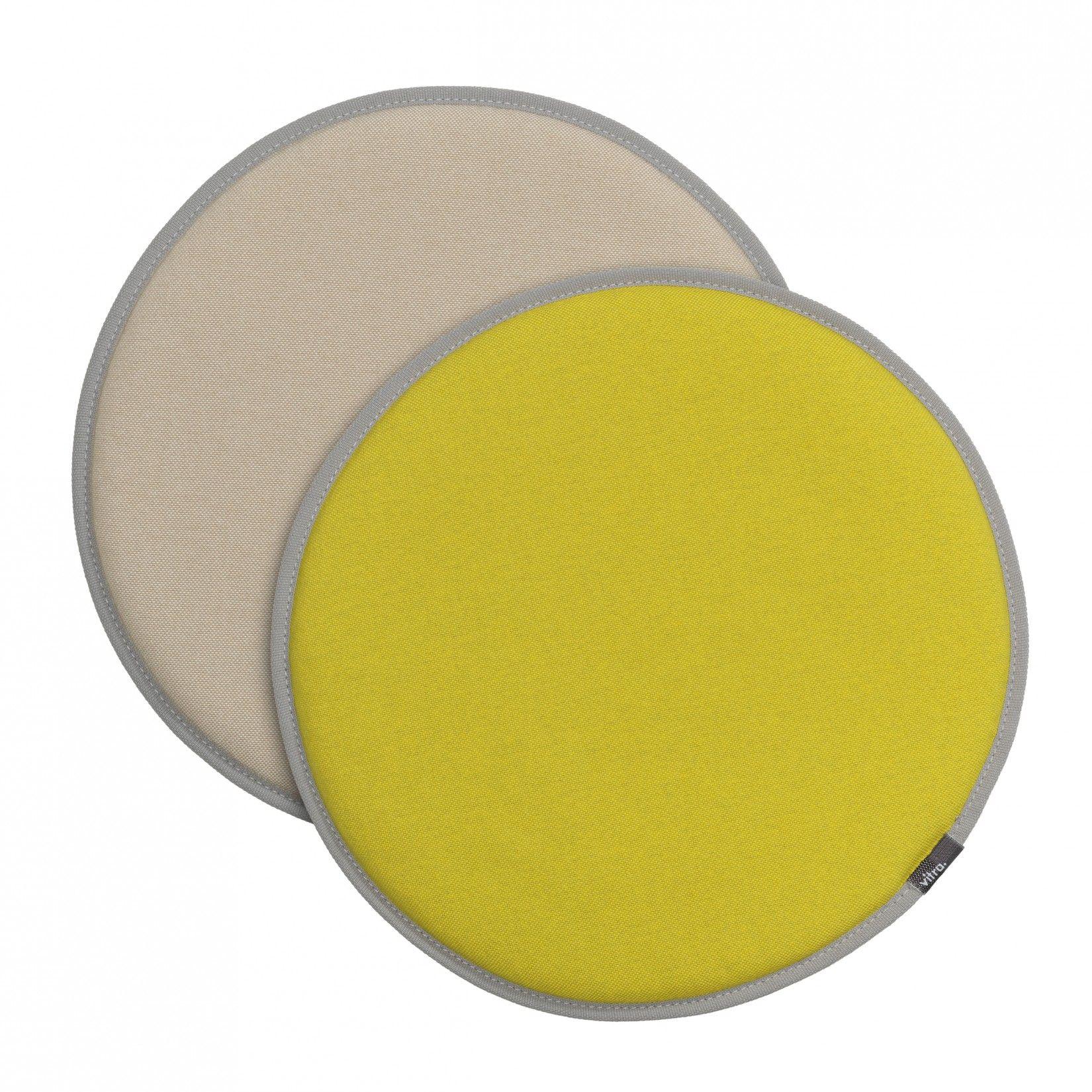 Vitra Seat Dot geel/pastelgroen - perkament/crème  SHOP ONLINE: https://www.purelifestyle.be/home-office/decoratie/textiel/kussens/vitra-seat-dot-geel-pastelgroen-perkament-creme.html