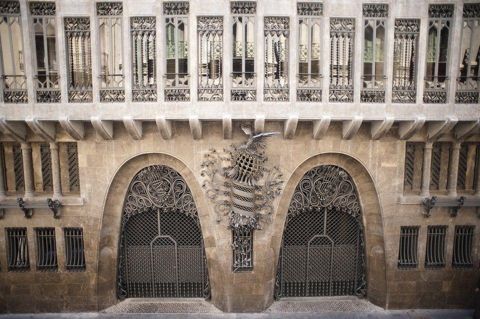 Palau Güell | Antonio Gaudi | Pinterest | Animales, Industrial and ...
