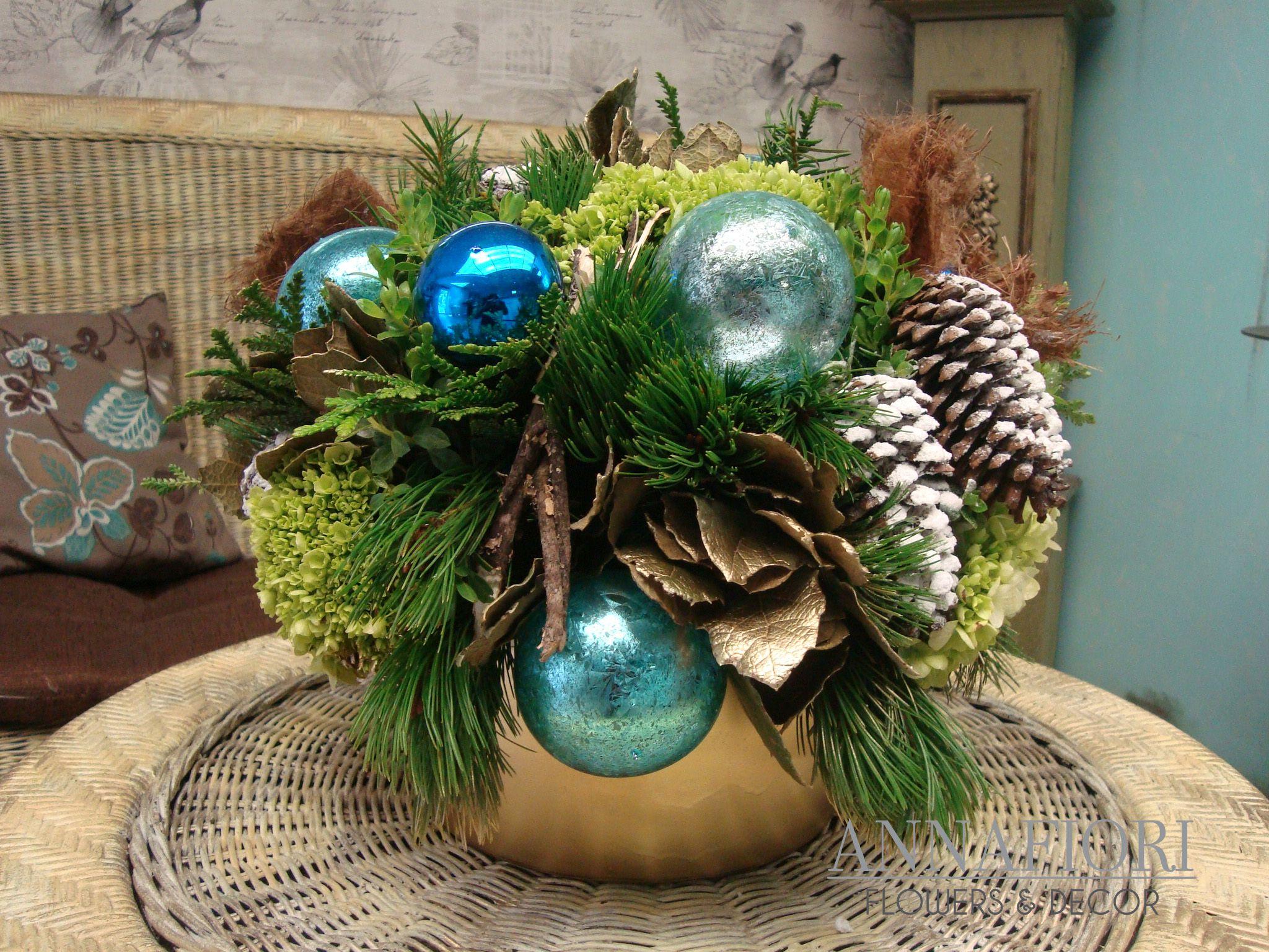 Arreglo floral centro de mesa navide o dorado con azul for Arreglos navidenos para mesa