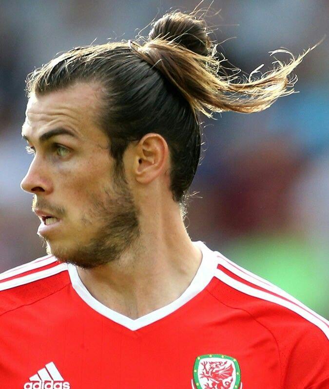 Pin By Alexander Balarezo On Men Hairstyles Gareth Bale Gareth Bale Hairstyle Man Bun