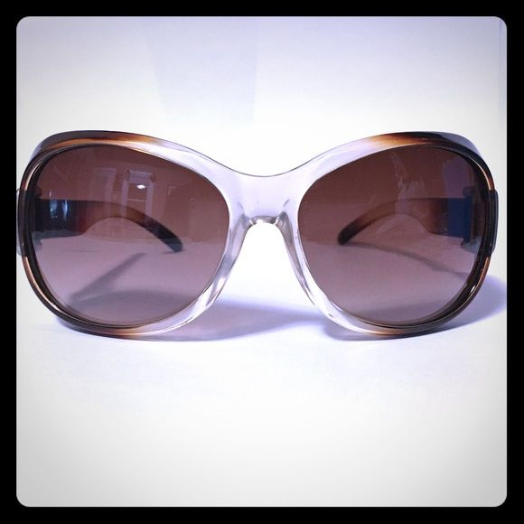 Sun glasses 100% UV Protection, I down have the brand, not a fancy brand, they have a couple scratches but they are nothing mayor. Accessories Glasses
