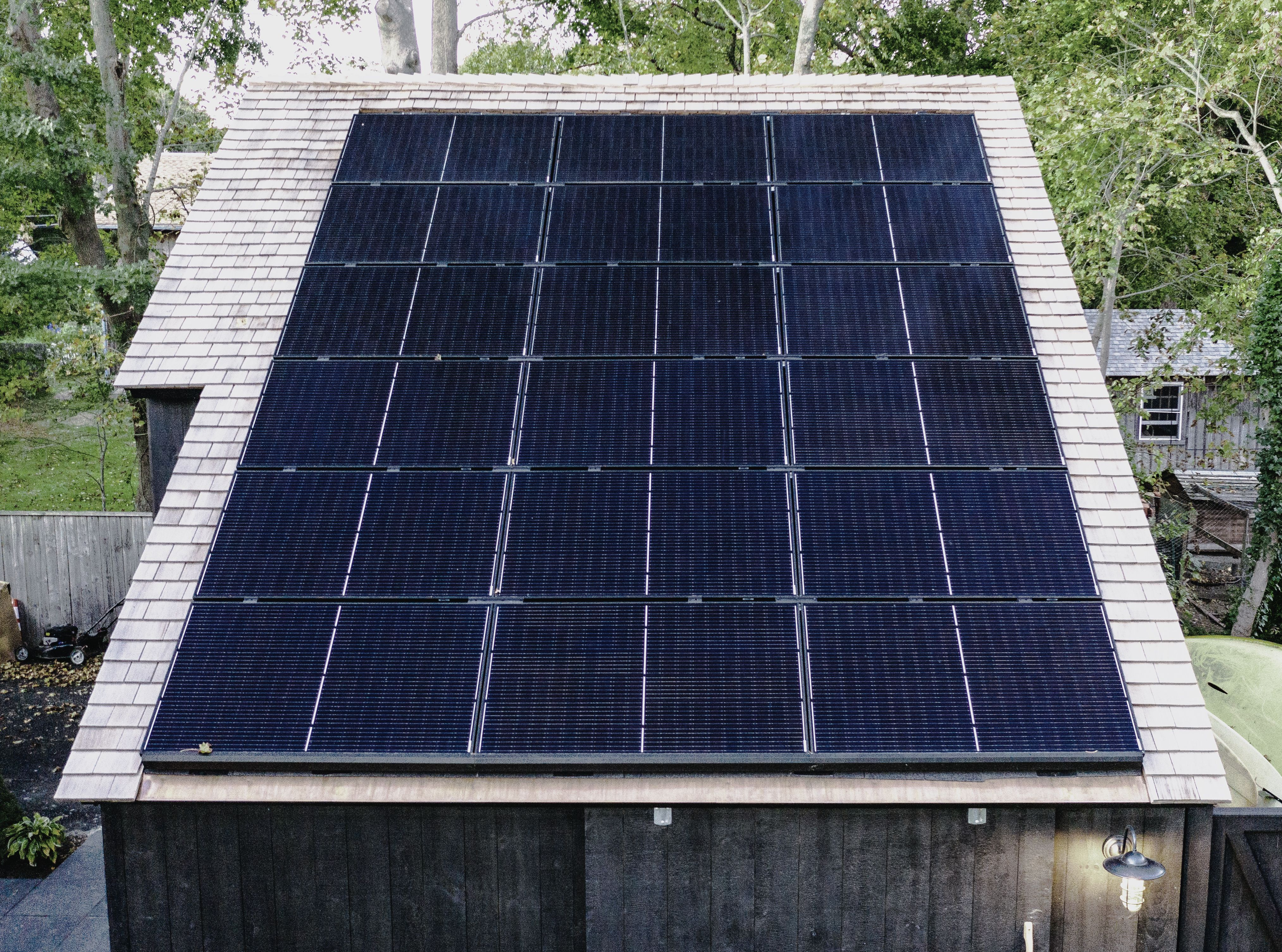 Rooftop Solar Looks So Good Solar Panels Solar Solar Power House