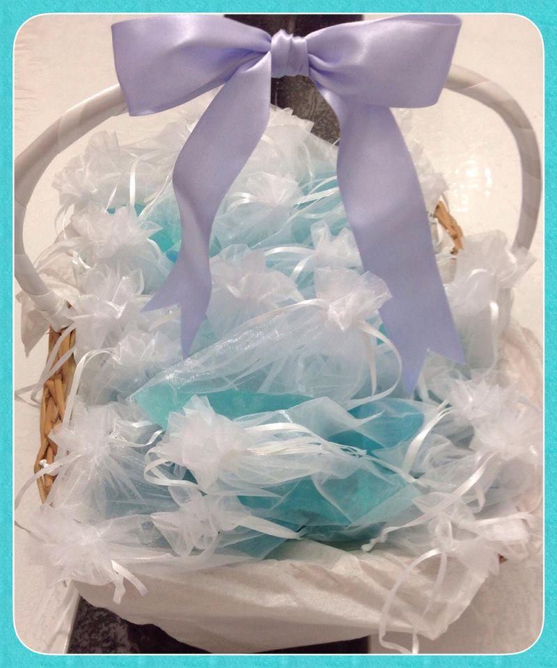 Sabonete sapatinho da Cinderela na cesta ficou um charme !