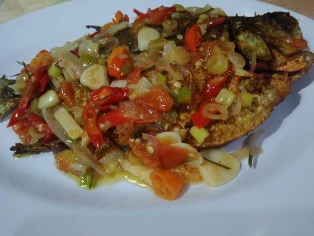 Resep Ikan Bawal Goreng Sambal Dabu Dabu Oleh Finari Kitchen Resep Resep Ikan Makanan Resep Makanan