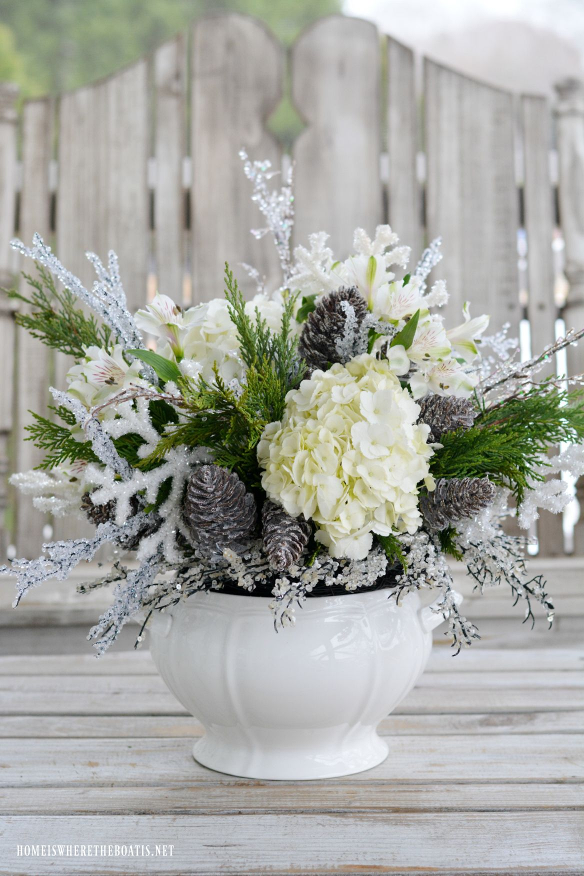 Monday Morning Blooms White Christmas Arrangement And Tablescape Christmas Flower Arrangements Christmas Floral Arrangements Winter Flower Arrangements