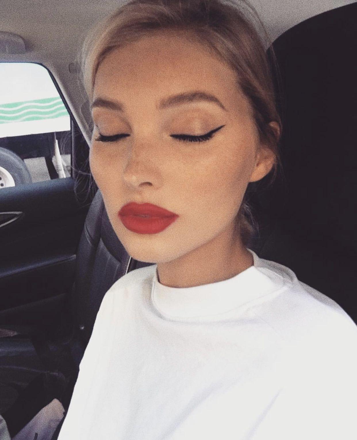Elsa Hosk - Red lip & Wing #dollcare