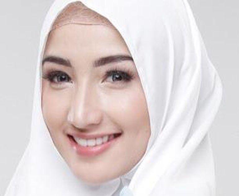 27 Gambar Dokter Wanita Berhijab Kartun Wanita Dalam Islam Memiliki Kewajiban Untuk Menutup Aurat Dengan Menggunakan Hitam Mewarnai Gamb Gambar Wanita Kartun
