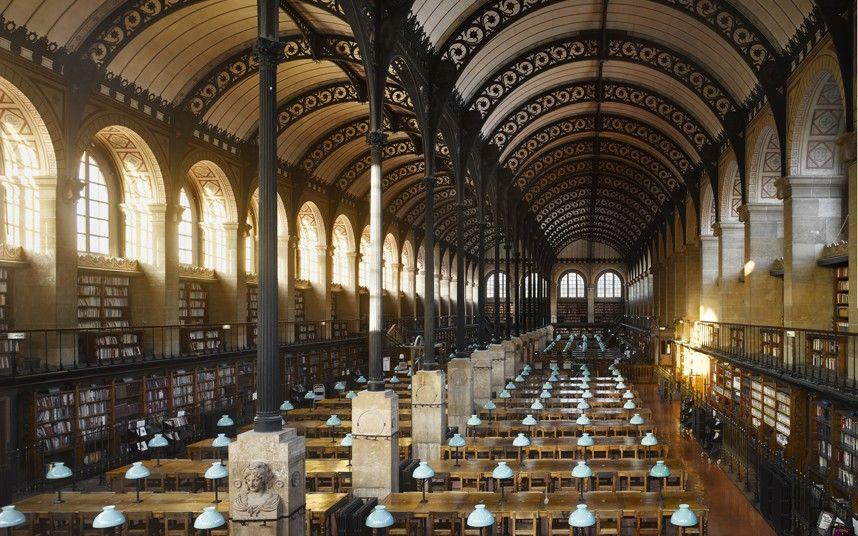 Biblioteca Sainte-Geneviève, em Paris, França.    Construída em meados do século XIX, o telhado de ferro da biblioteca de Sainte-Geneviève tem semelhança a dos edifícios ferroviários da época. Imagem: Will Pryce