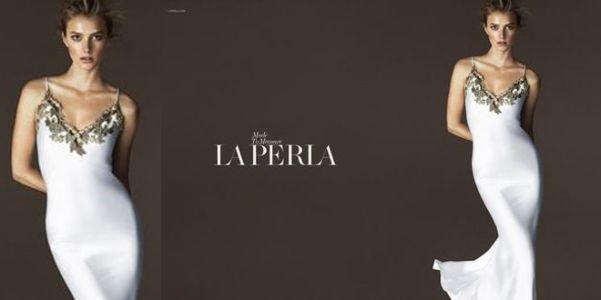 La Perla adv pe 2015  La Perla annuncia la nuova collezione dedicata alla primavera-estate 2015 che sin dal primo scatto diffuso dimostra la consueta classe. Da ogni capo spira come sempre un'innata eleganza, insita in ogni proposta di lingerie della maison. La prima foto diffusa fino ad ora mostra una magnifica Sigrid Agren, protagonista dell'ad campaign, fotografata dal talento di Mert Alas e Marcus Piggott che ne colgono la femminilità come fosse un'onda. La modell