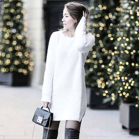 look avec une robe pull blanche a manches longues et des With look robe pull