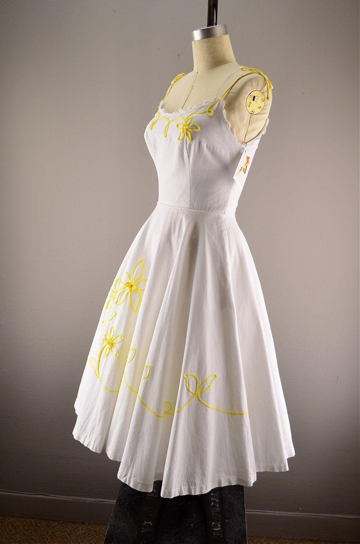 1950s Sundress Vintage Summer Dress 50s Garden Dress 118 00 Via Etsy Vintage Summer Dresses Summer Dresses Vintage Dresses [ 1500 x 994 Pixel ]