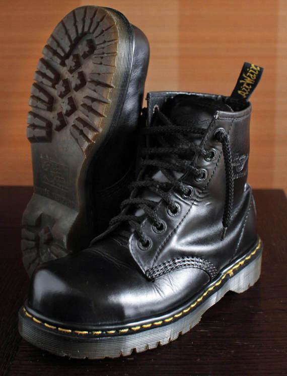 4bdbb98c5b7 Unique Dr Martens Industrial Steeltoe black platform vintage boots 7eylet  90s super RARE! INDUSTRIAL 2220