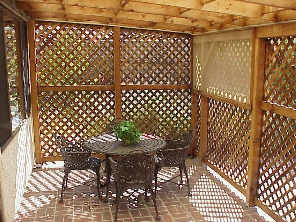Nice 30 beautiful yet functional porch patio privacy for Outdoor lattice privacy screen