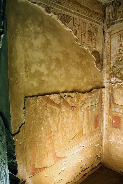 Templo de Sethi I en Abidos , segunda sala hipóstila , pared de las capillas. Abydos , Seti I    por Soloegipto