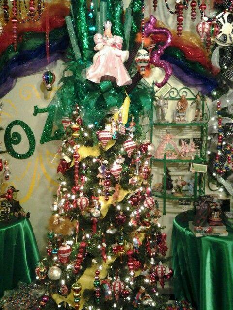 Wizard of Oz tree Christmas Tree Art, Diy Christmas Ornaments, Christmas  Themes, Christmas - Wizard Of Oz Tree Christmas In Oz Pinterest Wizard Of Oz, Land