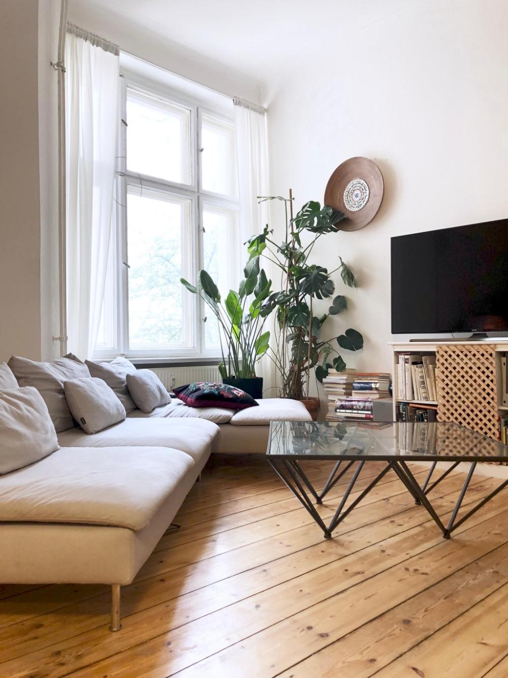🌿🌱🍃 #wohnzimmer #dielenboden #holzboden #monstera #u…
