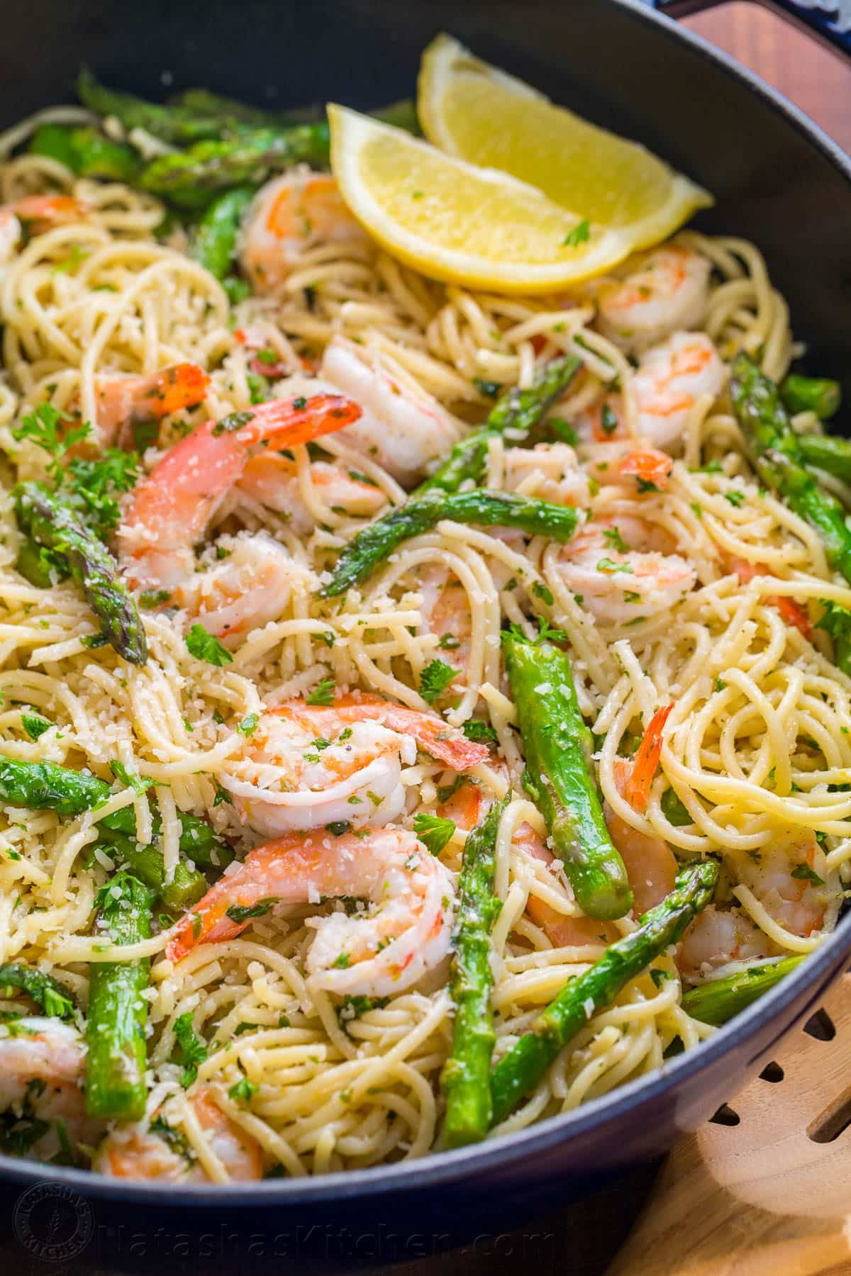 Shrimp Scampi Pasta with Asparagus (VIDEO) - NatashasKitchen.com #shrimpscampi