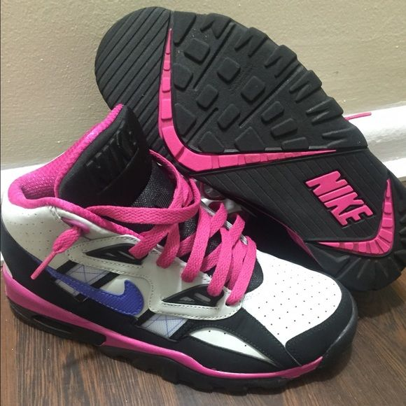 NEW NIKE AIR TRAINER SC SIZE 5.5 YOUTH= WOMEN