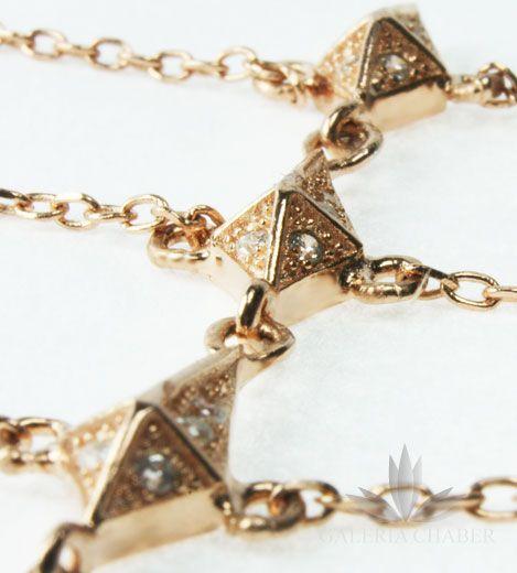 Bransoletka zakładana na palec i nadgarstek, srebrna w kolorze złotym, wysadzana cyrkoniami.
