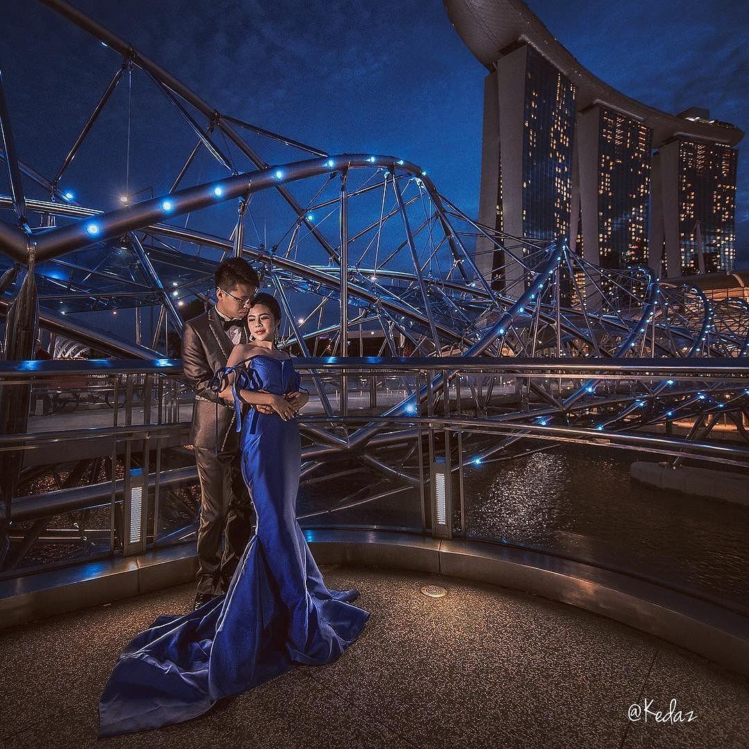 Keda Z On Instagram Beautiful Night At Singapore Kedaz Photography Kedaz Prewedding Prewedding Photography Anniversary Photoshoot Wedding Photos Poses