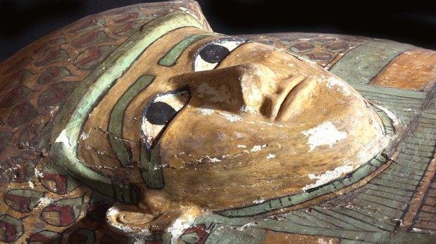 (85) - 2014 - 15 de Febrero - Descubren una momia egipcia de 3.600 años de antigüedad - Expertos españoles descubrieron una tumba con una momia de hace unos 3.600 años en la ciudad de Luxor, a unos 700 kilómetros al sur de El Cairo, informó el ministro egipcio de Antigüedades, Mohamed Ibrahim.