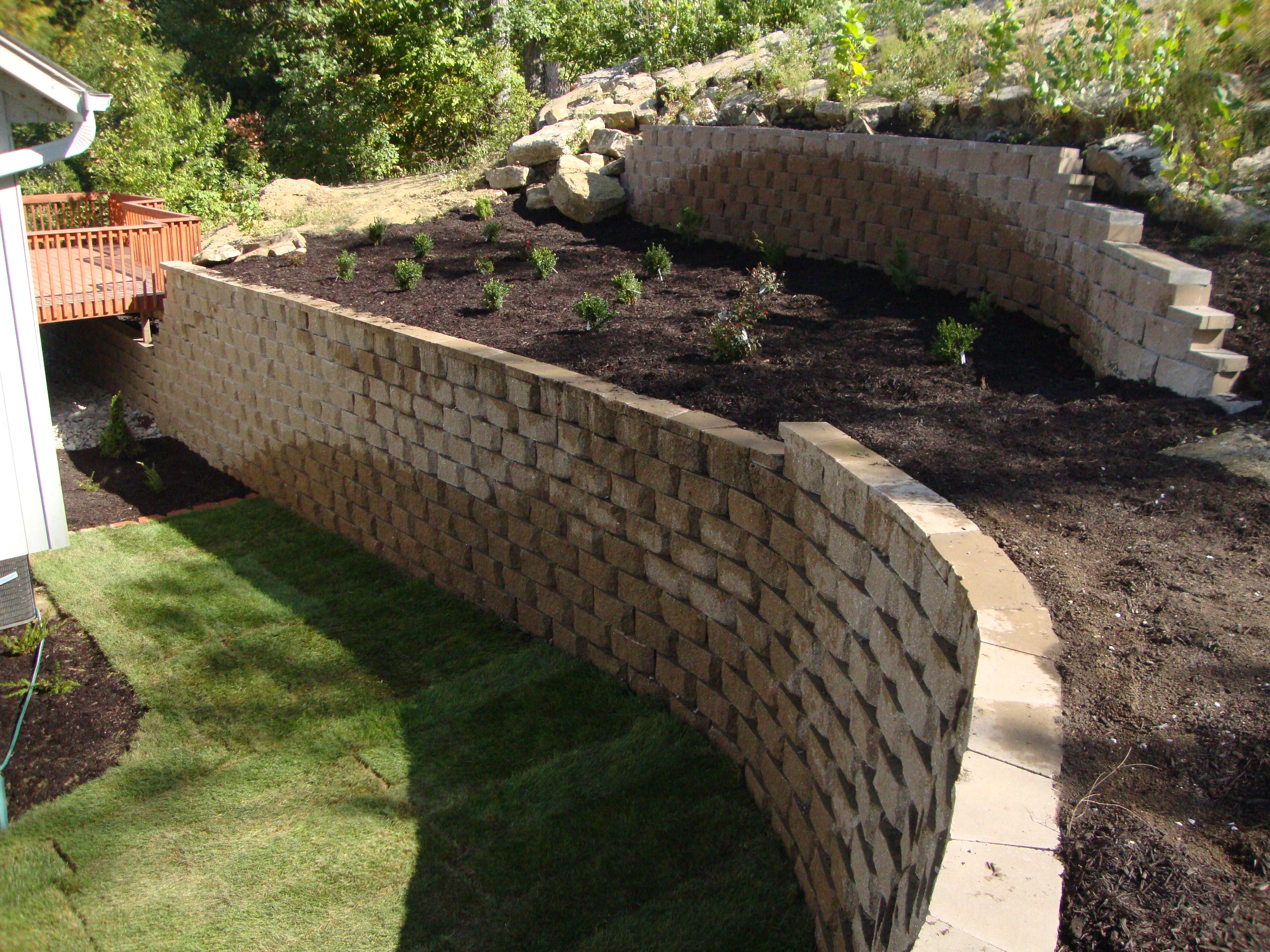 large retaining wall landscaping