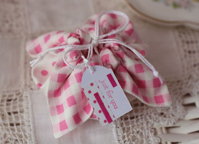A little gift bag.  How cute is this.