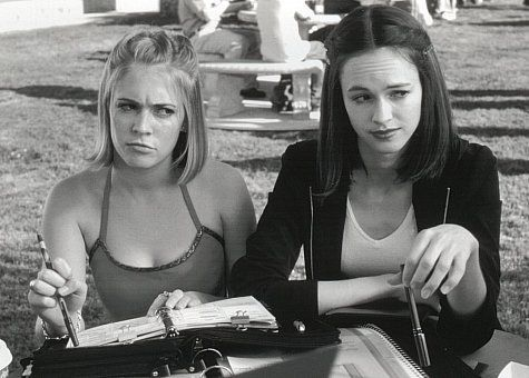 Still of Melissa Joan Hart and Susan May Pratt in Drive Me Crazy (1999)