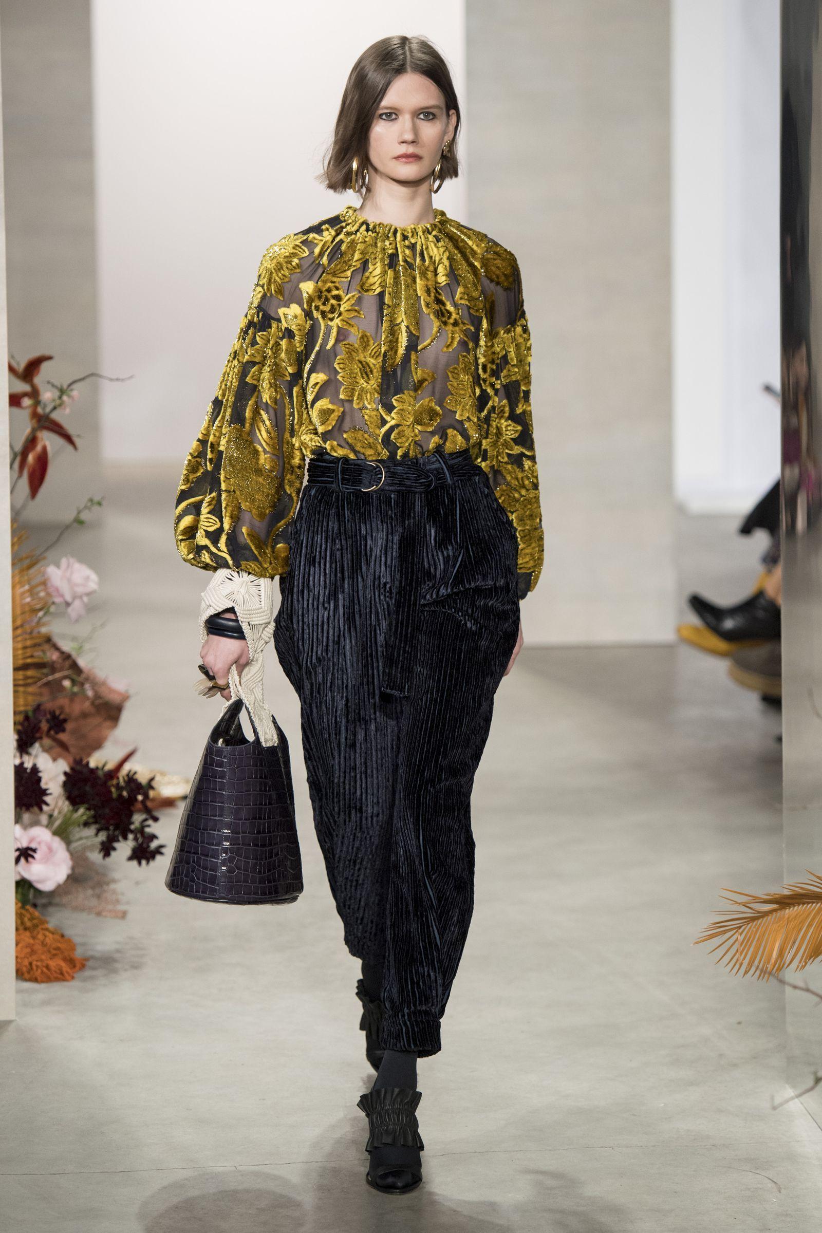 7244cafa4b70 Pantalone Moda Donna 2019 2020marieclaireita. Pantalone Moda Donna 2019  2020marieclaireita Sari, Pret À Porter, Passerella, Sfilata Di Moda