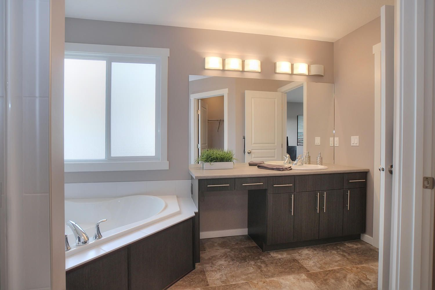 Cottonwood Showhome Master Ensuite http://www.mystylemaster.com/