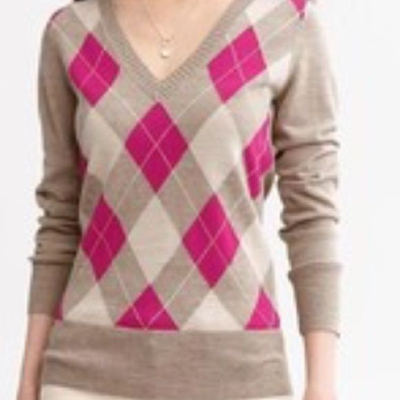 Banana Republic Extra Fine Merino Argyle Sweater Previously loved size small. 100% Merino Extra Fine Wool. Hand wash. The sweater is in great condition from a smoke free home Banana Republic Sweaters