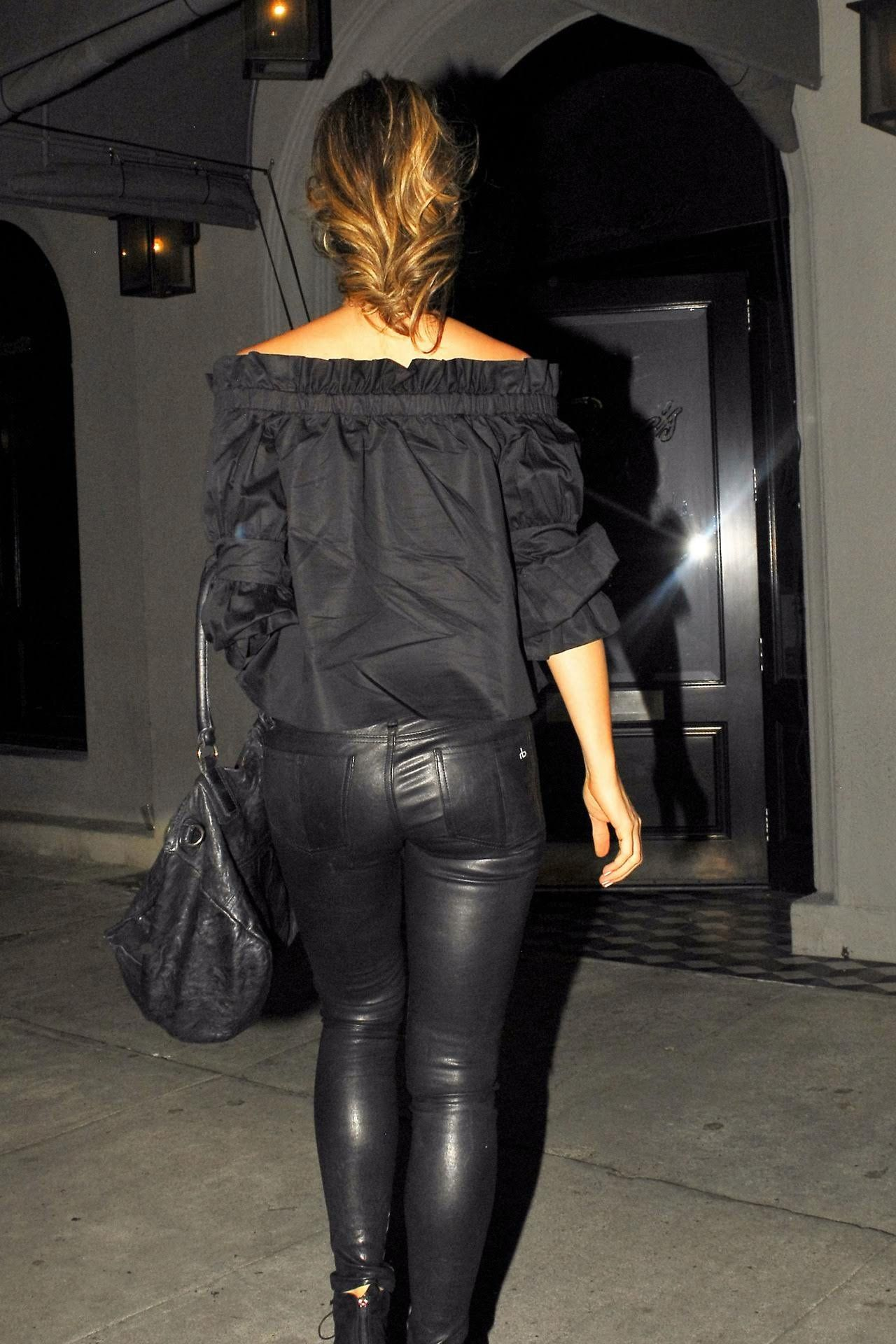 Kate beckinsale looks hot in leather pants