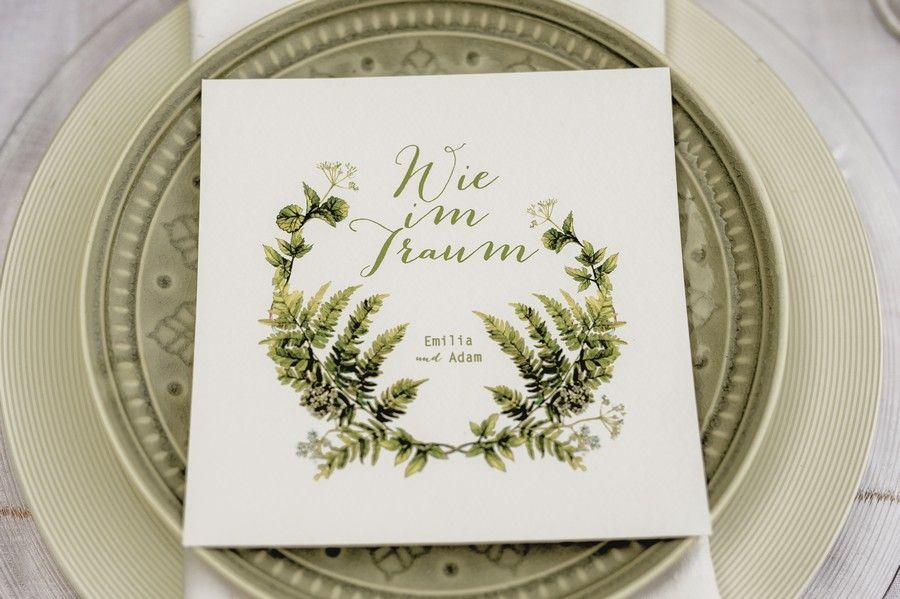 Idee Für Eine Natürliche Hochzeits Einladung Mit Farnen In Grün Und Weiß