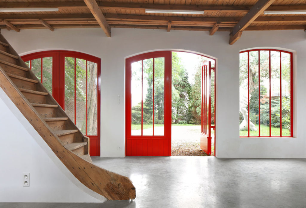 Repetition in red – Élise Van Thuyne in 2020 ...
