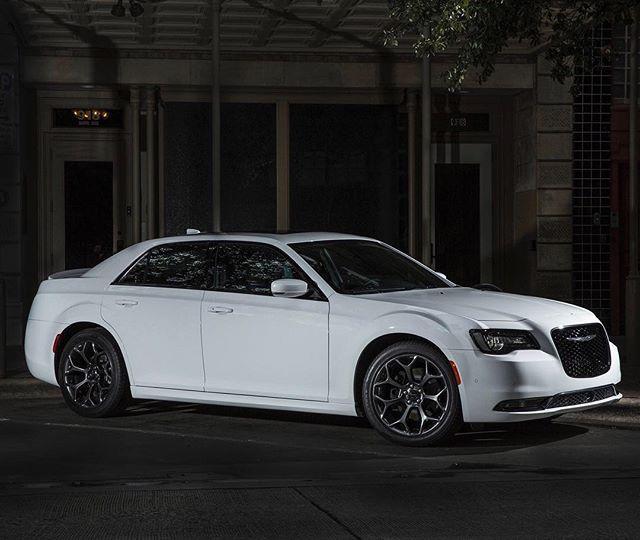 300 Srt8 Meet Mr Bentley On: #chrysler #300c Importação De Veículos Chrysler =>