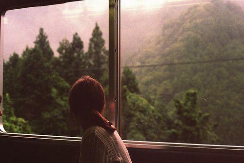 Sözlerim kendim üstüne, Bir uzak yerlere gitmek üstüne, Sanki günler tek bir güne birikti, Bense çıkmazda kaldım, usandım.  Edip Cansever - Saplantı
