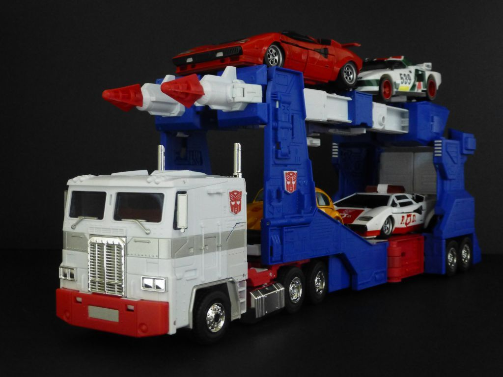 Transformers Masterpiece MP-22 Ultra Magnus (with MP-12 Lambor, MP-14 Alert, MP-20 Wheeljack and MP-21 Bumble)
