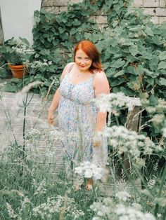 Repin and click to get my tips on how to find and book the perfect AirBnB: the best way to travel on a budget. AirBnB tips and how to save money on a holiday. Including this beautiful place we stayed recently - perfect for modelling this summer dress. Plus size summer fashion inspiration.  #hayleyhall #airbnbtips #budgetholiday #affordabletrip #airbnbadvice