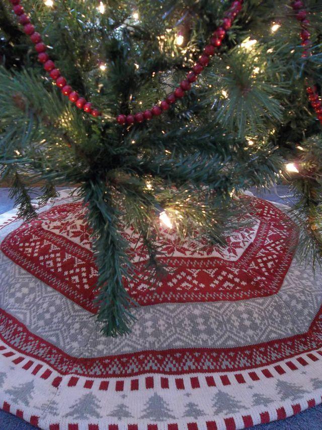 fair isle tree skirt | christmas | Pinterest | Tree skirts, Fair ...