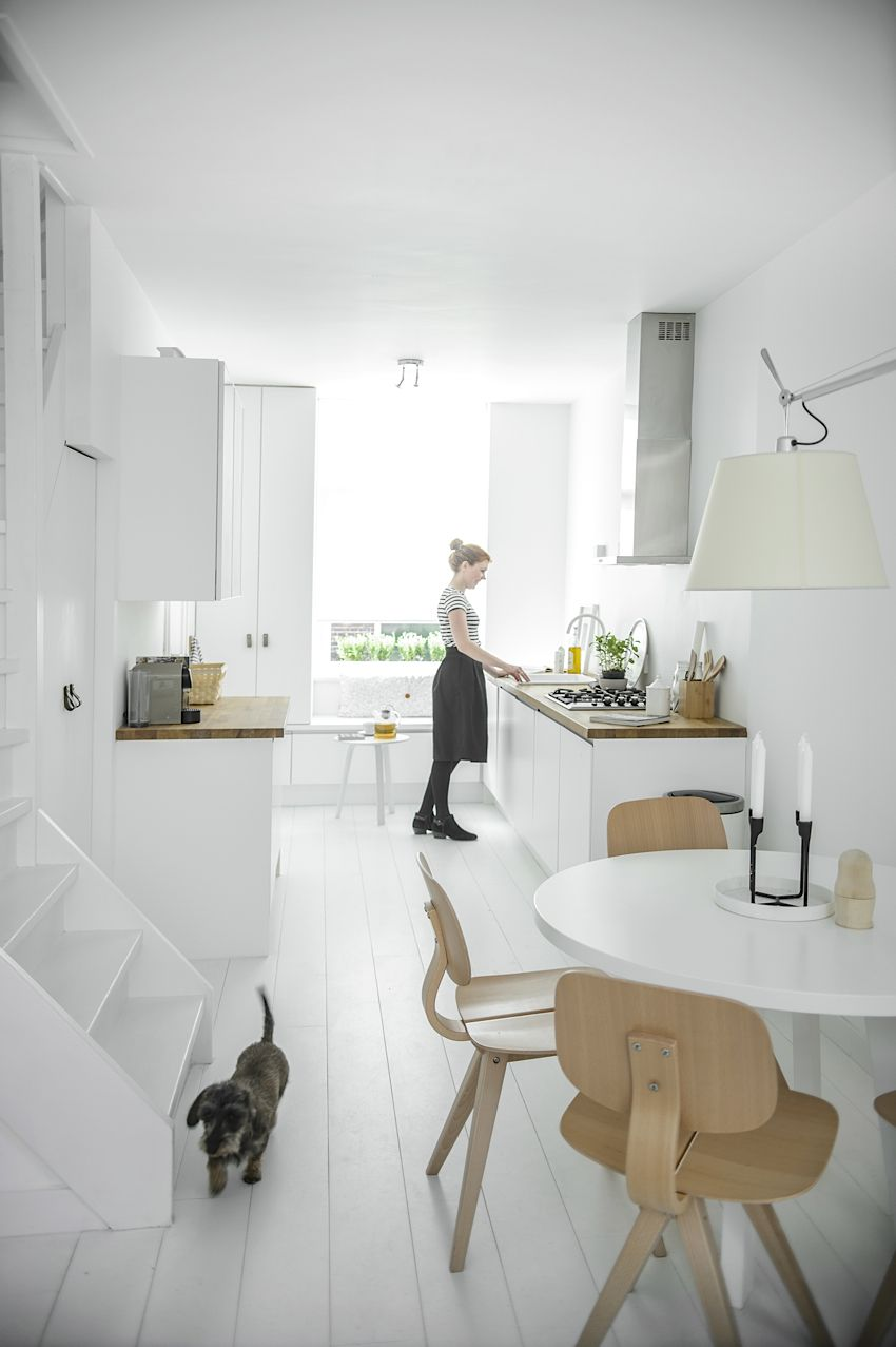 Küchen skandinavischen stil  Weiße minimalistische Küche im skandinavischen Stil | Küche ...