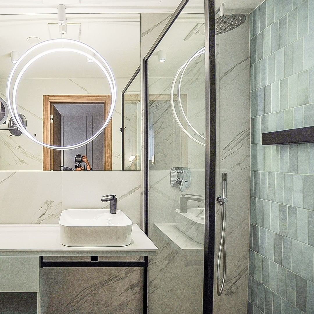 Projekt autorstwa @la.vita.design #massilazienki #massi #modern #bathroom #bathroominspiration #bathroomideas #wnetrze #interiordesign #interior #designinspirations #homedesign #wannawolnostojąca #relaks #uroda #domowespa