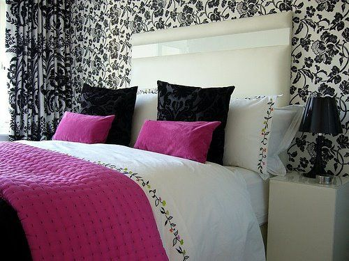 blackwhitebotanicalwallpaperbedroom love this pink but also