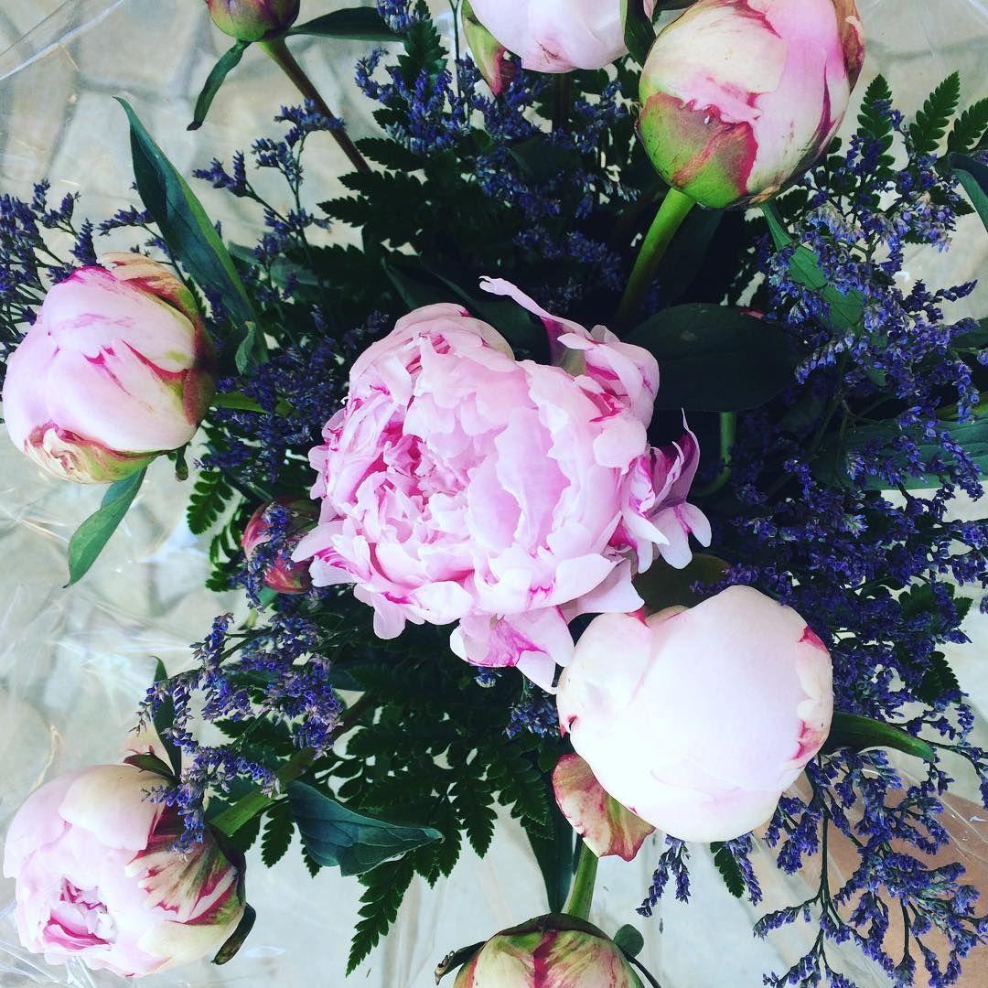 Joli bouquet pour la fête des mamans #lessimplesdecharlotte #bouquet #fleurs #pivoine #fetedesmeres