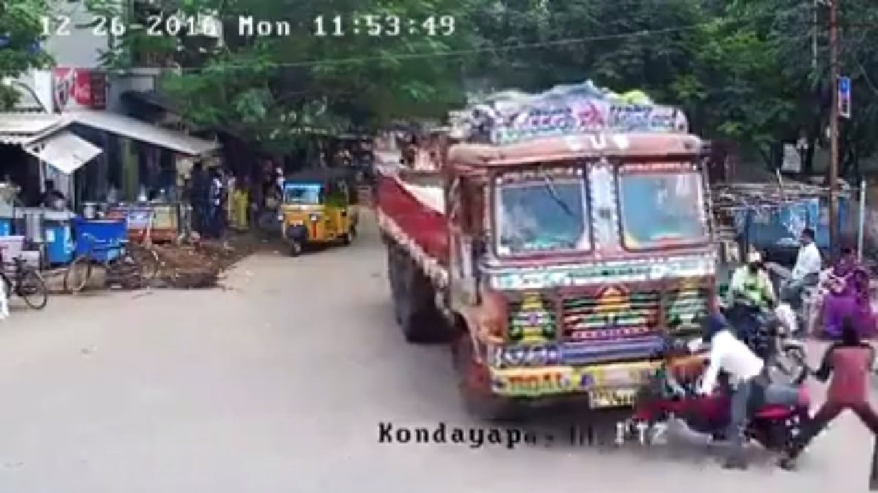 Accident Lorry Crashes Bike In Nellore See What Happen After