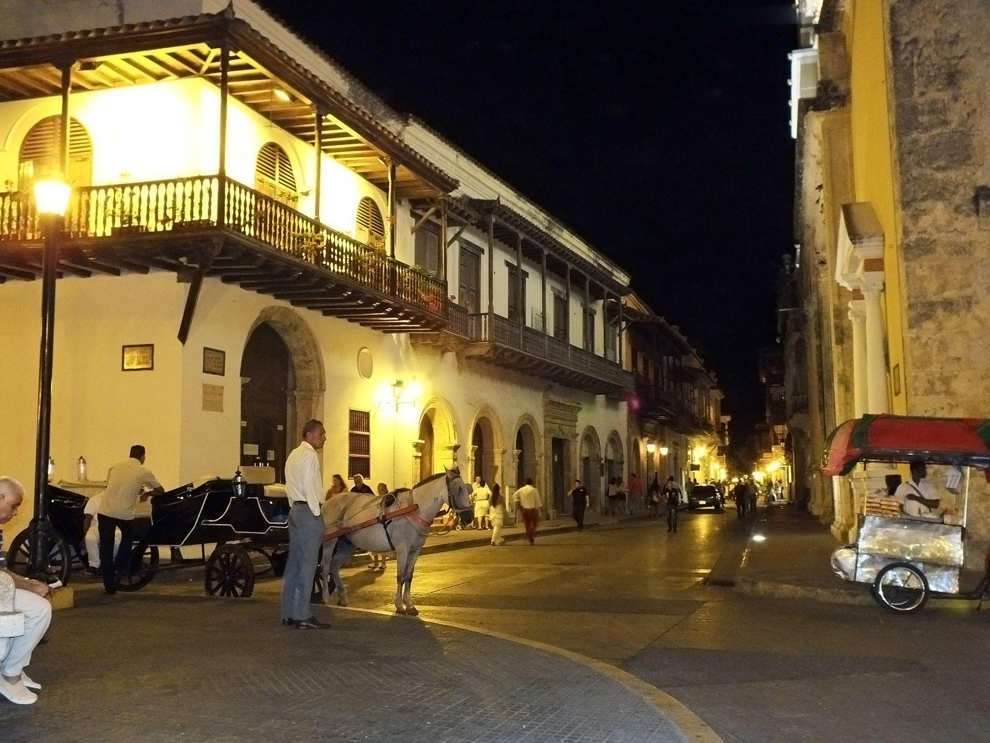 Calle céntrica de la ciudad antigüa. Por Iván Lara.