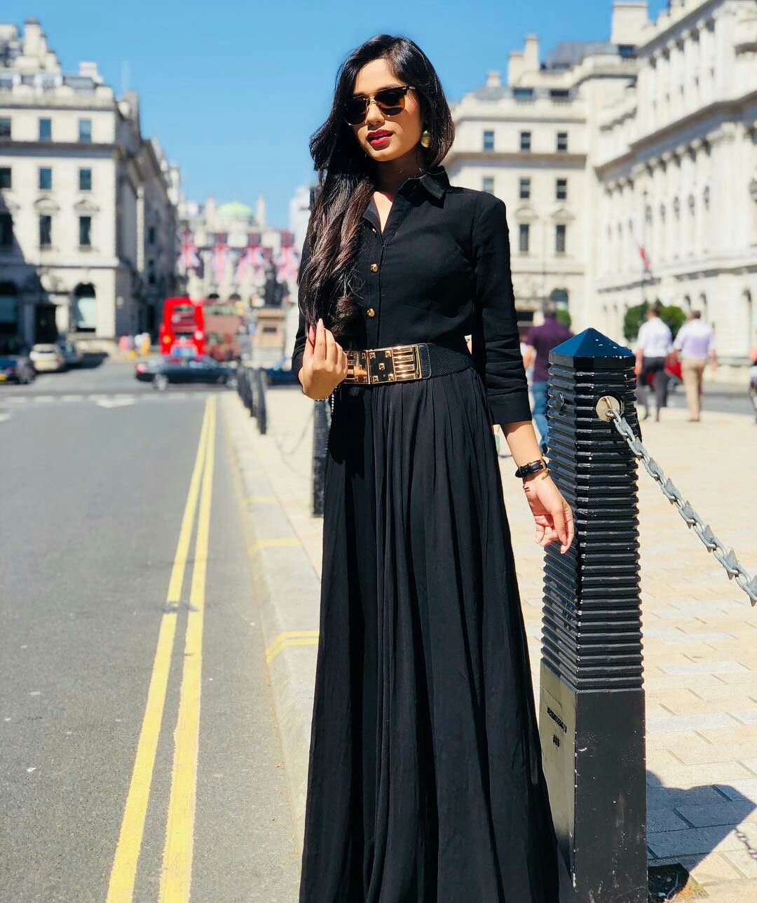 Pin By Sheen Fatima Rathore On T Celeⴊritⴤ Stylish Dresses Girl Fashion Outfits