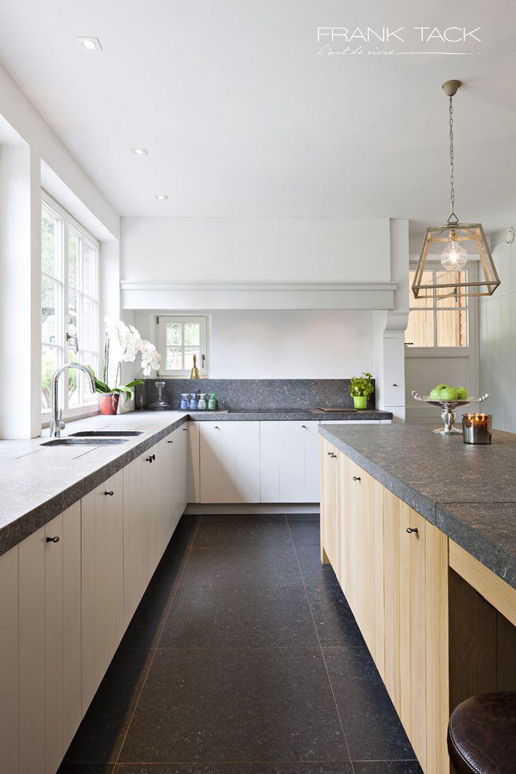 Keukens sober landelijk frank tack l 39 art de vivre for Keuken landelijk modern