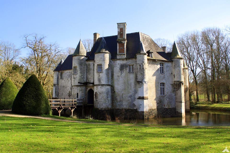 Chateau Datant Du Moyen Age Tardif Le Chateau De Creminil Signifiant Litteralement Manoir De Craie En Raison De Ses Fond Le Manoir Chateau Chateau France